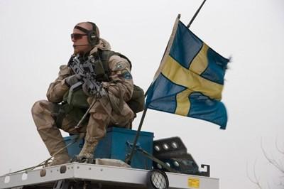 Швеция връща военната служба