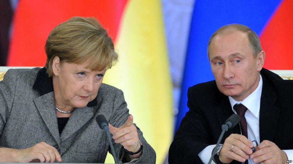 В Чехия Путин догони Меркел по популярност