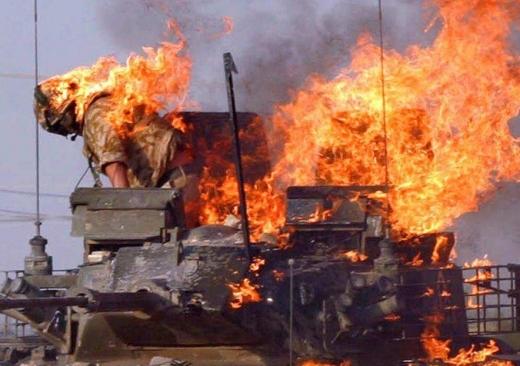 """Руска ракета """"Корнет"""" унищожи три американски танка и """"Хамър"""" в Саудитска Арабия (ВИДЕО)"""