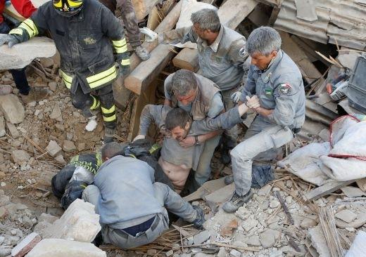 Апокалипсисът на Апенините: Броят на жертвите от земетресението в Италия расте главоломно! (ПОКЪРТИТЕЛНИ СНИМКИ/ВИДЕО 18+)