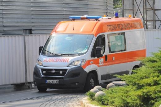 Пловдивчанка преживяла истински ужас! Лекари действали като първокурсници, отказали да пренесат баща й в линейката