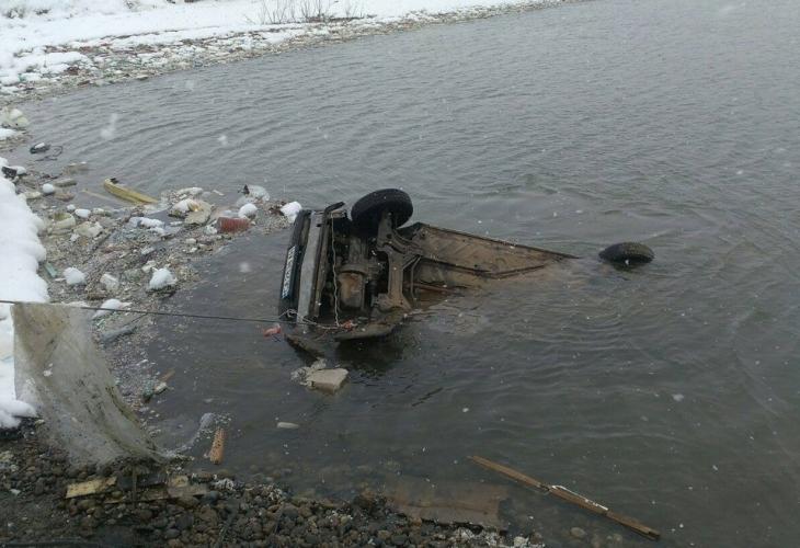 Полицейска слука: Водоем в София се оказа пълен с коли на престъпници (СНИМКИ)
