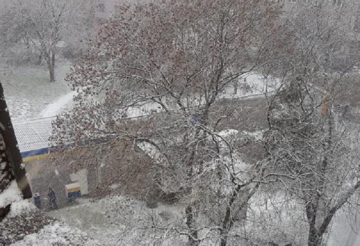 Започна се! София побеля, обилен снеговалеж трупа неуморно (СНИМКИ)