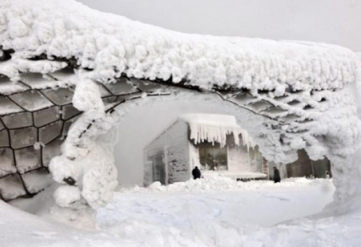 Балканите са под снежна блокада: Блокирани магистрали, спрени полети