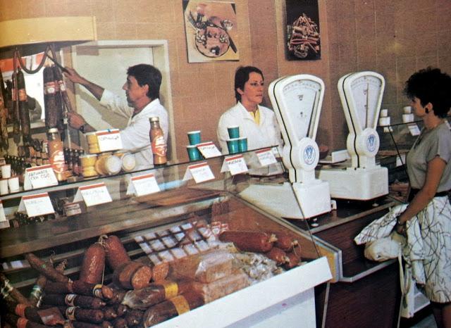 Квартален магазин. Как беше през 1989 г. и как е през 2015 г. (снимки)
