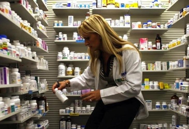 Евростат оповести тревожни данни за българите и лекарствата!