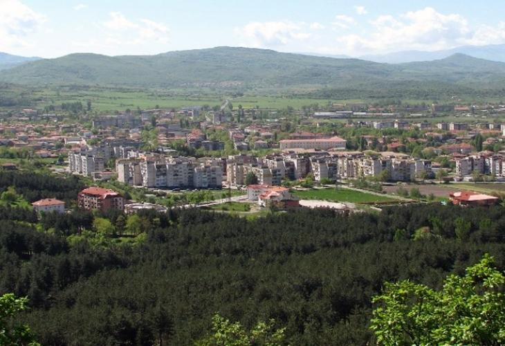 Стотици хора ще нощуват тази нощ на връх край Момчилград
