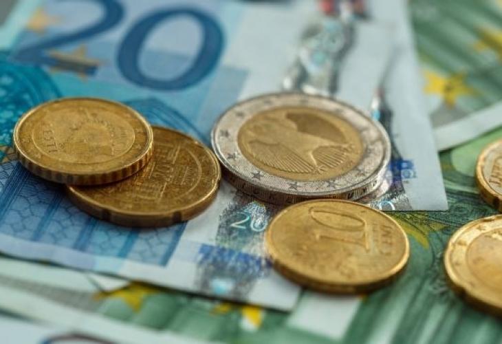 Огромно увеличение на заплатите в Румъния - лекарите с 2700 евро, медсестрите с 900, за учителите +100%! България пак на дъното