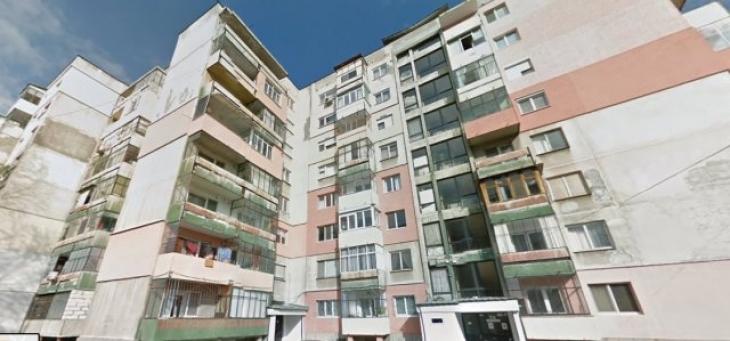 Абсурд по български: Домоуправители броят колко пъти идва бабата при внучето, за да...