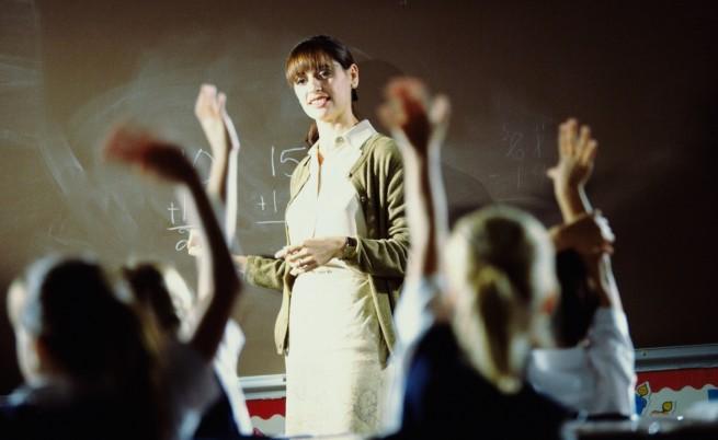 Учителските заплати скачат с 15% от 1 септември, но вижте по колко вземат колегите им в Европа! Разликата е потресаваща!