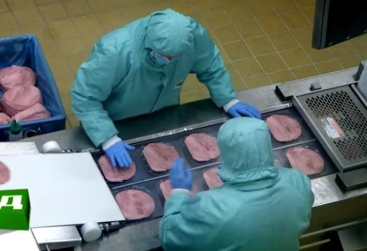 Шокиращо ВИДЕО показва защо все по-често умираме от рак заради далаверите на месарите!
