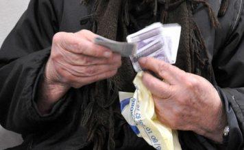 НОВ ГРАБЕЖ! Много хора, работили и плащали цял живот, ще се изравнят по пенсии с вечни безделници и роми!