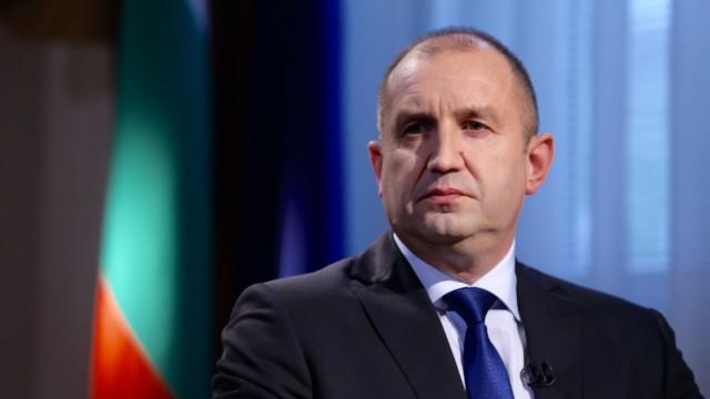 Социологическо изследване: Българите масово вярват на президента Радев