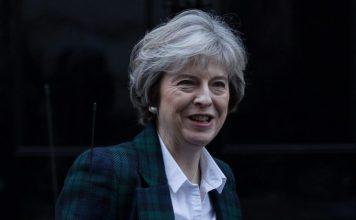 Англия измисли убит руски шпионин, за да замаже педофилски скандал, стигащ до върховете...