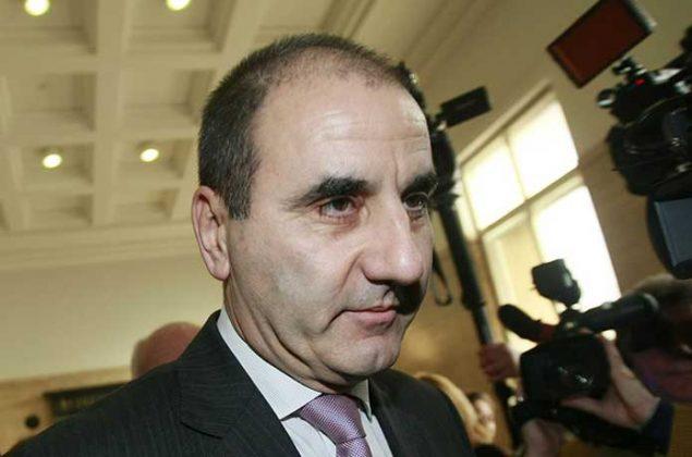 България се управлява от официален идиот, мутри!
