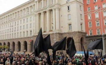 Майките не приемат извинението на Валери Симеонов, протестите продължават