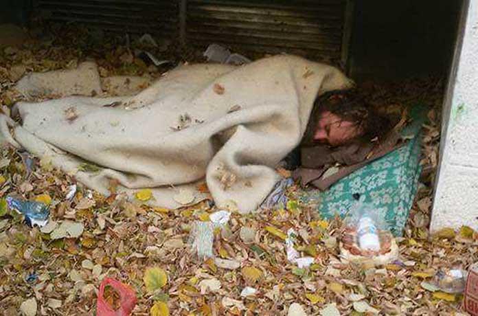 Добре дошли в България! Болен бездомник оставен от държавата да умре от студ на улицата