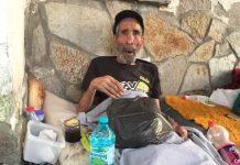 Изоставиха дядо на улицата! Той се моли да го приберат в някой старчески дом!
