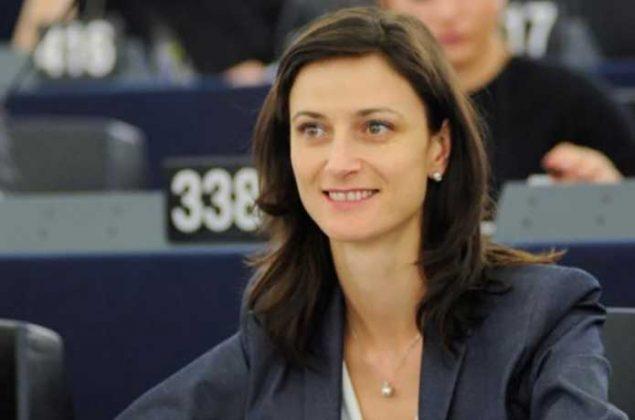 "Държавата, затворила 1084 училища, поема ресор ""Образование и култура"" в ЕС"