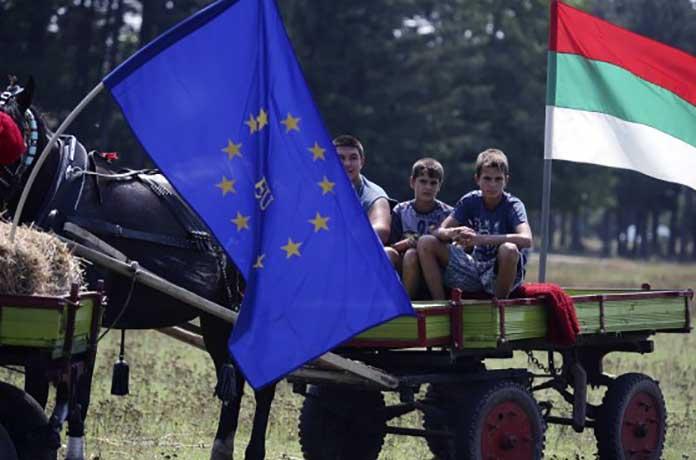 Въобще трябва ли ни ЕС? Младите хора бягат, а политиците стават още по-корумпирани