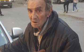 Дядо на 80 г. обикаля заведенията с надеждата, че някой ще си купи магданоз, защото няма и 1 лв.