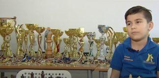 Герболандия: 8-годишен шампион по шахмат отказва състезания заради липса на средства