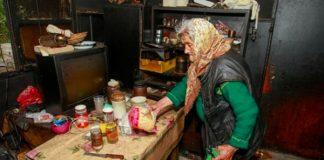 Самотни пенсионери измръзват от студ, а Боко ни обяснява как добре живеем