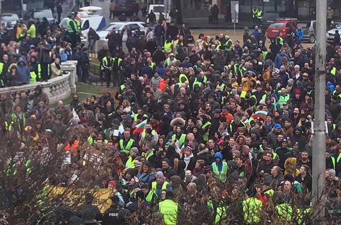 Протестиращите блокираха Орлов мост в София