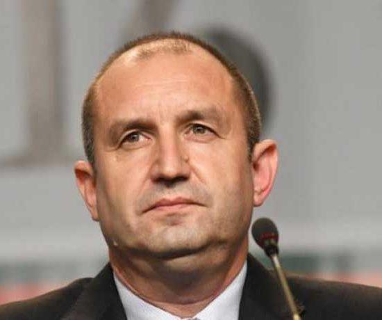 Президентът Радев официално обяви, че тръгва срещу правителството