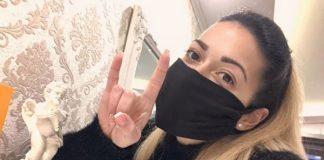 Шапки долу! Мария от Белозем шие маски и ги подарява
