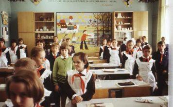 Едно време учителите ни караха да си пишем със съветско другарче