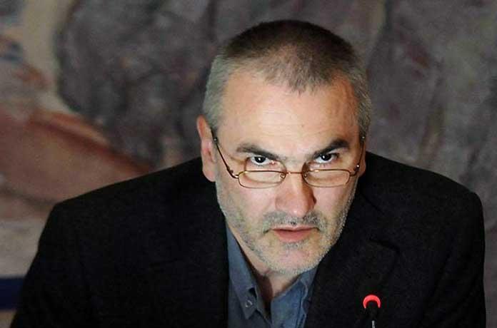 Който се опитва сега да защитава Борисов и правителството му, защитава мафията