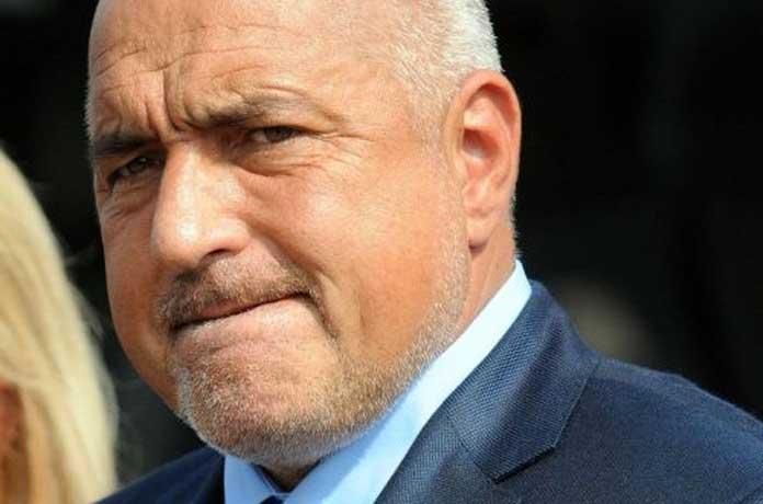 Борисов бил в менгеме, притискали го да не подава оставка