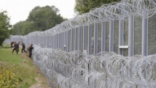"""Шок в ЕС: Унгария търси с обява за работа 3000 """"ловци на бежанци"""" по границата"""