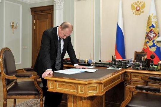 Анализ: Русия е застрашена от конфликти между три нови центъра на сила в света