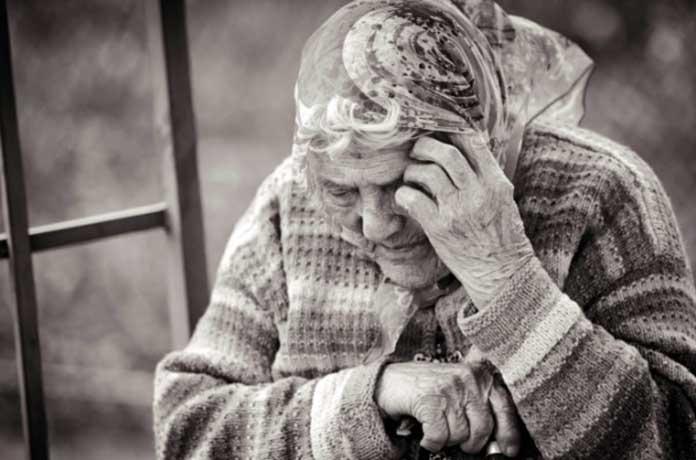 Възрастните българи си правят приживе панихиди заради мизерията и самотата
