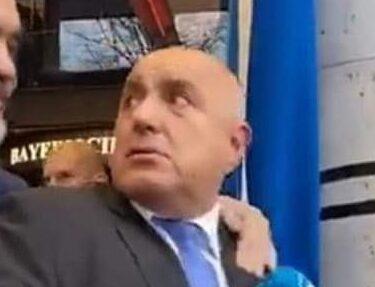 Борисов е толкова уплашен от топлия дъх на служеното правителство във врата му, че изпада в публични истерии!