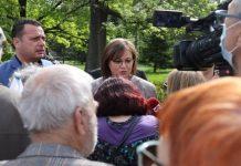 Корнелия Нинова пред протестиращи пенсионери: Продължаваме битката за преизчисляване на пенсиите